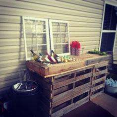 Pallet Bar with ice bath
