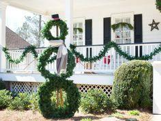 How to Make a Life-Sized Wreath Snowman