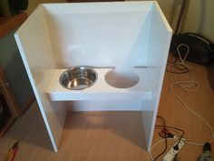 DiY Anti Mess Elevated Dog Feeder