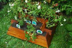 Pyramid wood planter