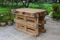 Workbench made with 3 pallets